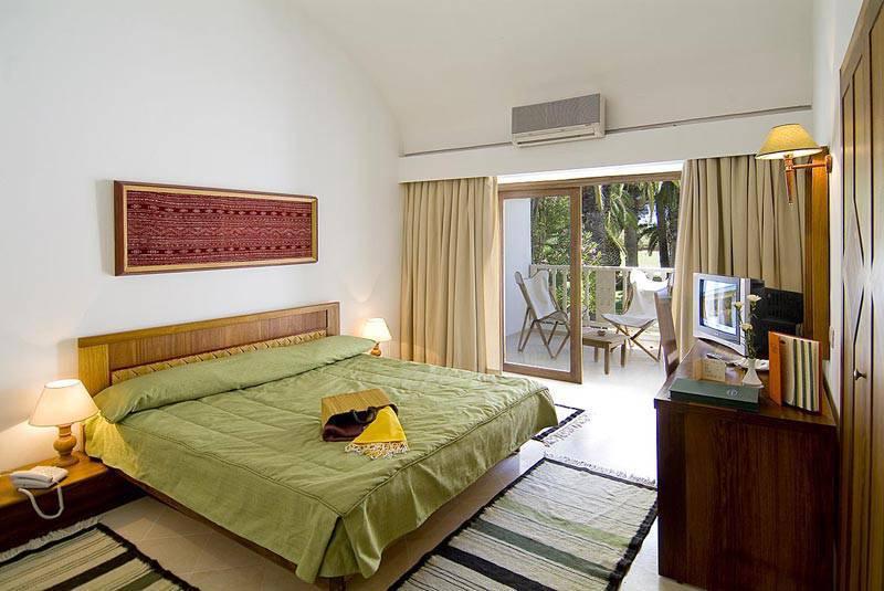 Les orangers beach resort tbs voyages for Decoration externe maison