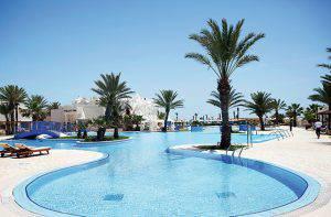 robinson-djerba-bahiya-tunisie-piscine-palmier[1]